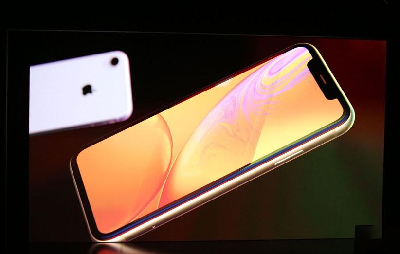 iPhone Xr 1 - آیفون Xr معرفی شد؛ بهرهگیری از صفحهنمایش ۶.۱ اینچی LCD و تراشه A12 Bionic